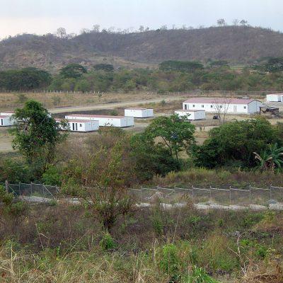 CAMPAMENTO DE VIVIENDAS PREFABRICADAS EN ECUADOR