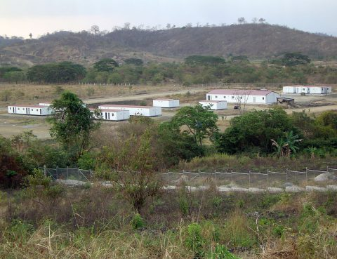 CAMPAMENTO DE VIVIENDAS PREFABRICADAS