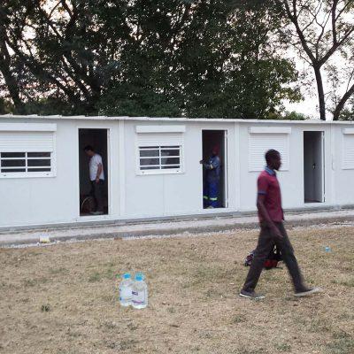 AMBULATORIOS PREFABRICADOS PANEL SÁNDWICH EN ZIMBAWE